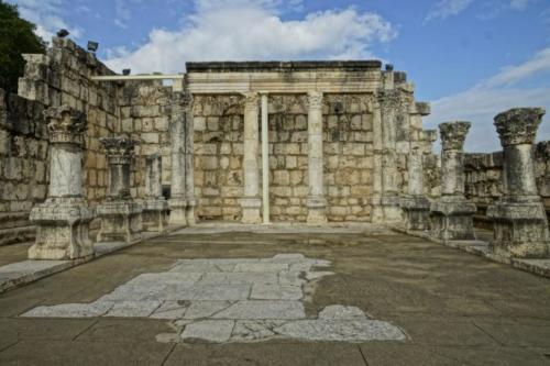 dx- Resti della Sinagoga di Cafarnao