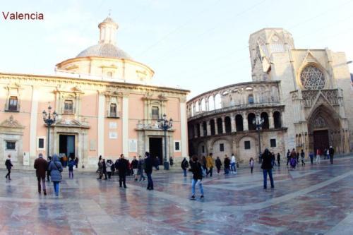 ai- Piazza della Vergine, vista Basilica della Madonna dei Derelitti e Cattedrale